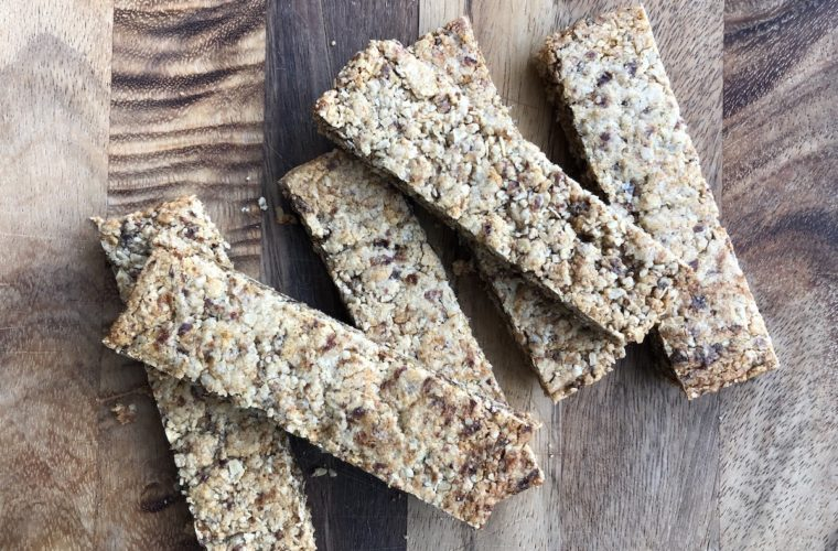 Cinnamon oatmeal cookie bars: sorta kinda like Clif Z-bars